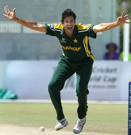 A List Of 8 Best ODI Bowlers Of All Time!